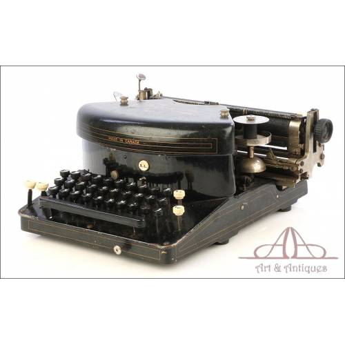Antique Empire 2 Canadian Typewriter. Canada, Circa 1910