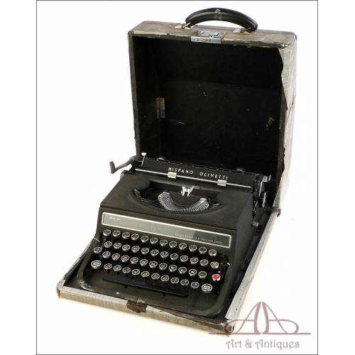 Antique Hispano OIivetti Studio 46 Typewriter. Spain, 1950s