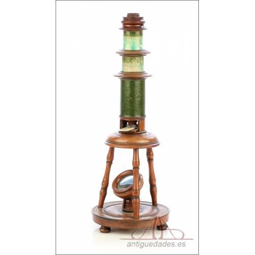 Antiguo Microscopio Compuesto Núremberg. Alemania, Circa 1800