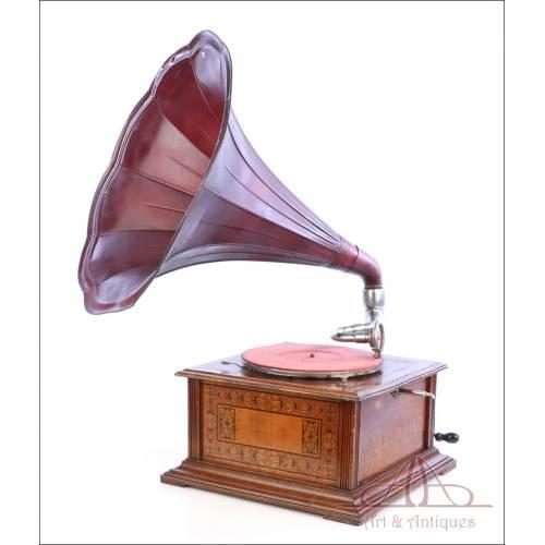 Antiguo Gramófono de Trompeta Centroeuropeo, Circa 1915