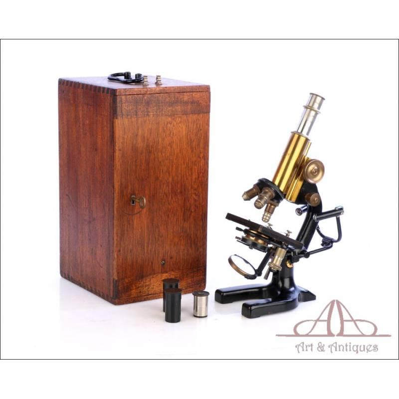 Antiguo Microscopio Reichter con Raro Accesorio Customizado. Alemania, Circa 1920