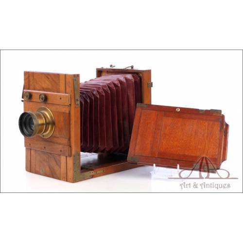 Cámara Fotográfica Tipo Fuelle de Madera con Óptica Eryscope Superieur. Circa 1900