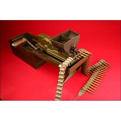 Magnífica máquina para cargar cintas de munición para la ametralladora  ZB-37. Checoslovaquia, II GM.