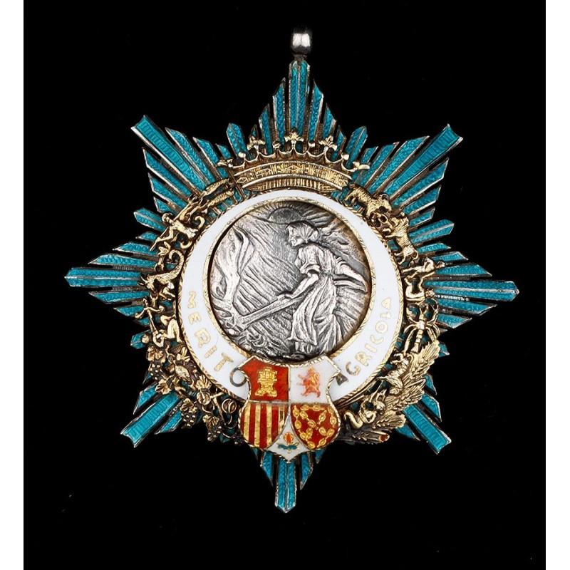 Medalla de categoría caballero de la Orden al mérito Agrícola. Epoca de Franco.