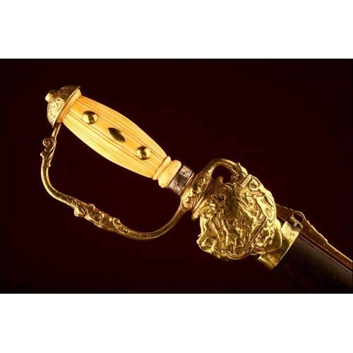 Espada de caza francesa, S.XVIII. Con empuñadura de marfil y guarnición de latón. Bien conservada