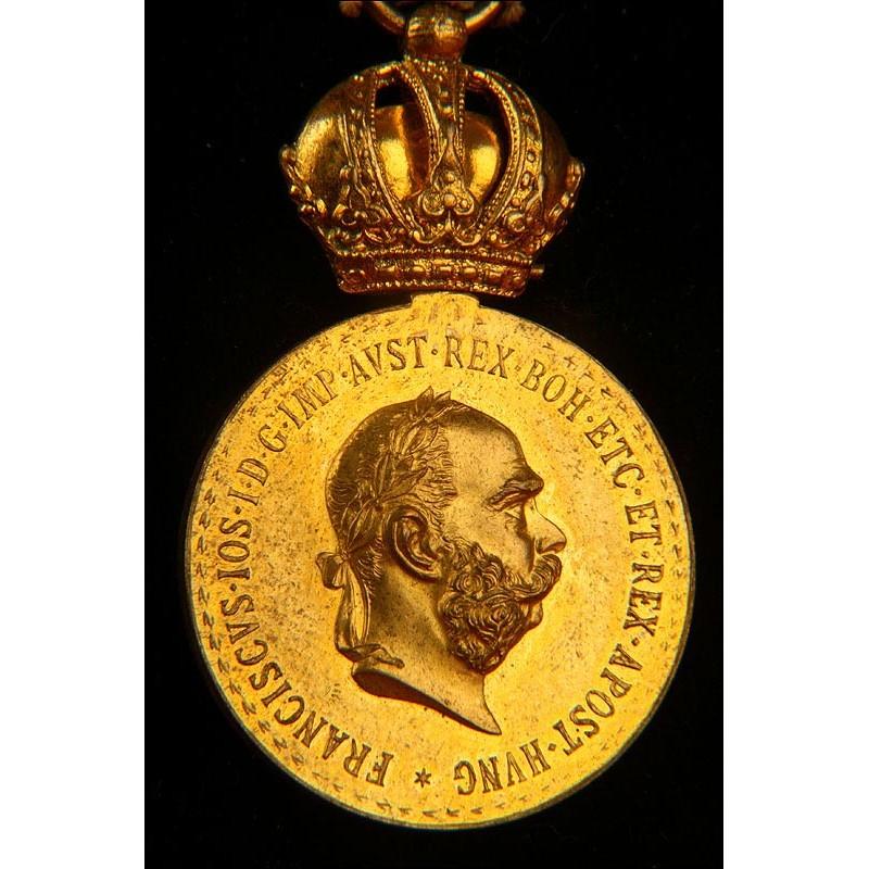 Medalla austriaca al Mérito Militar en Tiempo de Guerra. 1ª Guerra Mundial. En estuche original.