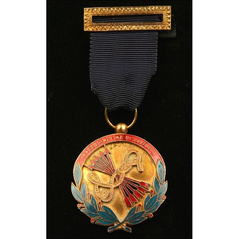 España, Medalla a la Constancia del Frente de Juventudes de la Falange. Personalizada con Inscripción. Años 60