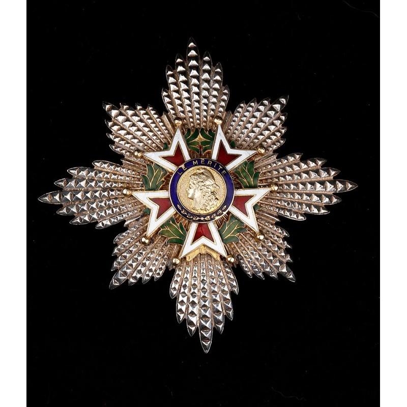 Orden Francesa al Mérito. Cruz de Pecho Esmaltada y Bien Conservada. Francia