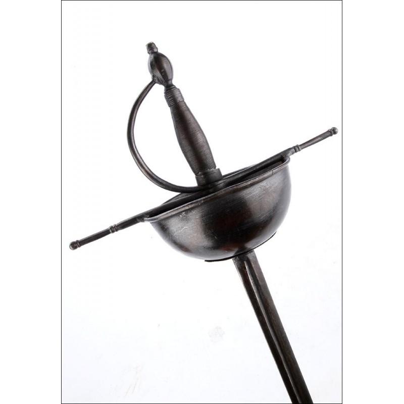 Bella Espada de Taza Clásica para Decoración. Pps S. XX