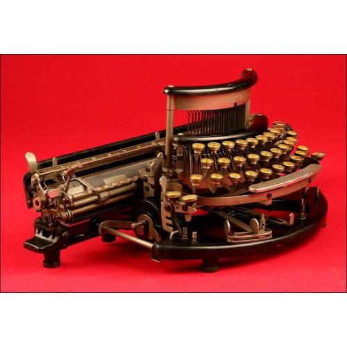 Rara Máquina de Escribir Imperial Modelo B, Fabricada en 1915. Teclado Curvo Intercambiable y Carro de Gran Tamaño