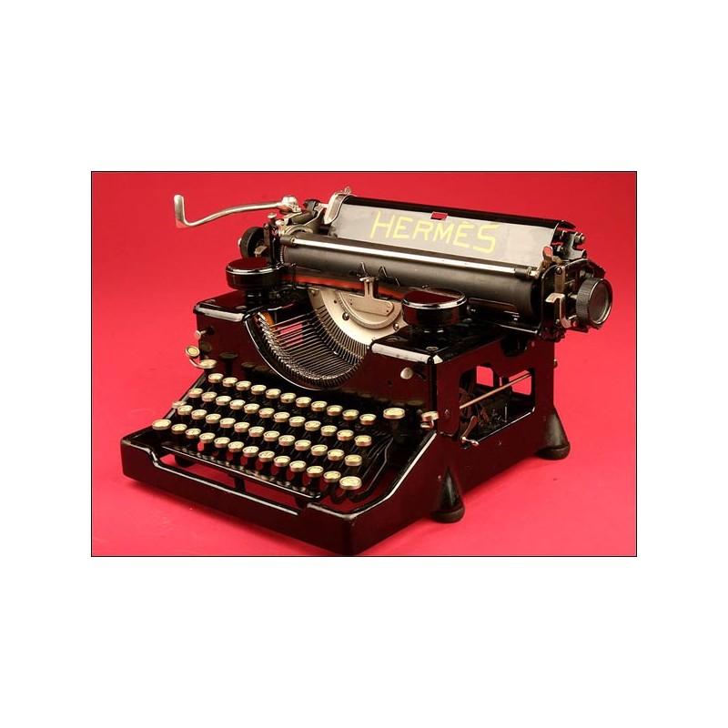 Bonita Máquina de Escribir Suiza de la Marca Hermés en Perfecto Estado.1925