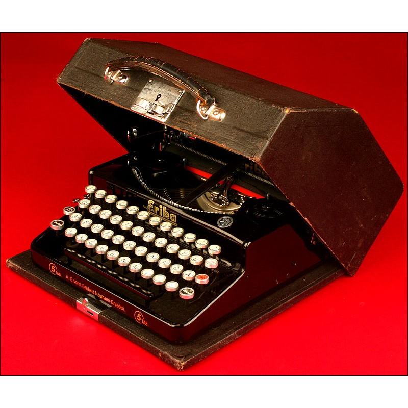 Decorativa Máquina de Escribir Marca Erika modelo 5, ca. 1910.