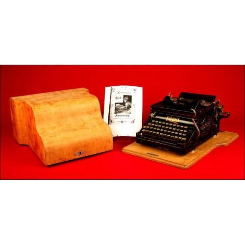 Decorativa Máquina de escribir Ideal A2. Alemania, 1904. Con Cofre de Guardado en Madera.