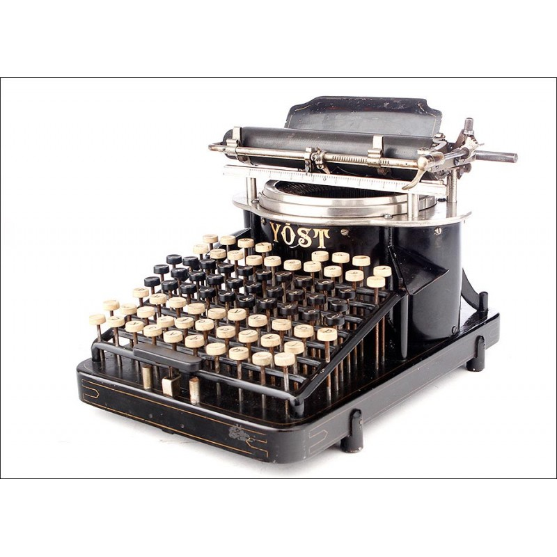 Excepcional Máquina de Escribir Yost Nº 4 con Escritura Oculta. EEUU, Ca. 1900