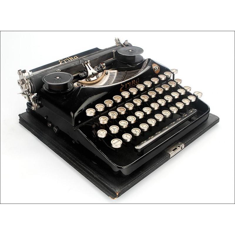 Atractiva Máquina de Escribir Erika Portátil Modelo 3. Alemania, 1913-14