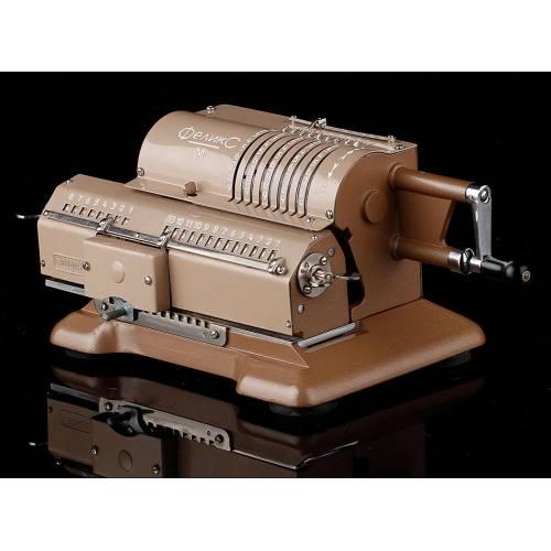 Bonita Calculadora Mecánica Felix M en Perfecto Funcionamiento. URSS, Años 70
