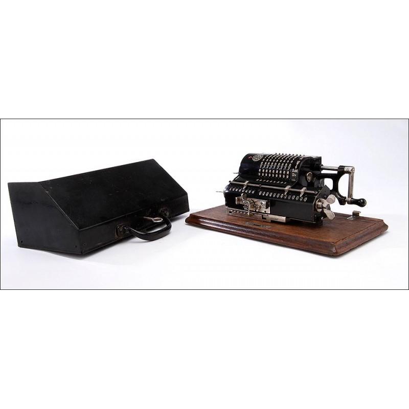 Calculadora Brunsviga de 1912 en Excelente Estado de Conservación y Funcionamiento. Tapa Original.
