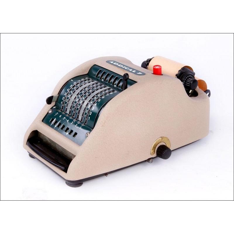 Encantadora máquina sumadora Addical 7 con impresora incorporada. Funcionando.