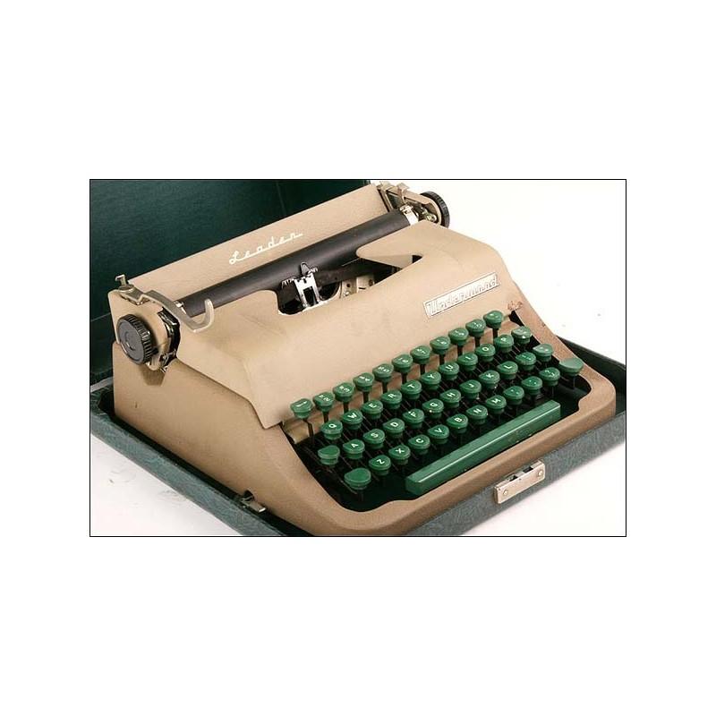 Máquina de escribir Underwood Leader. 1950