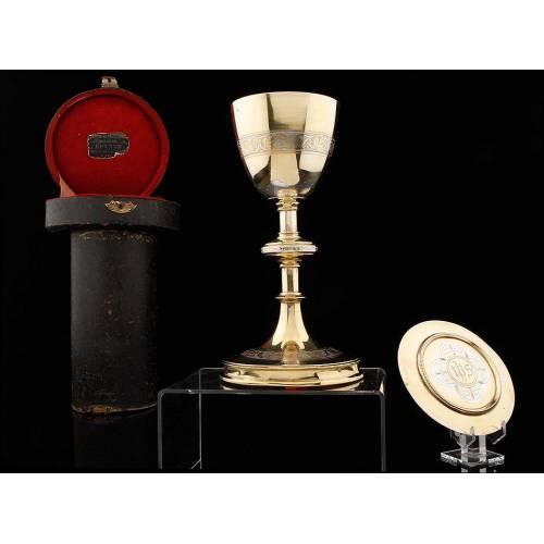 Precioso Conjunto de Cáliz y Patena de Plata Maciza. Francia, Siglo XIX