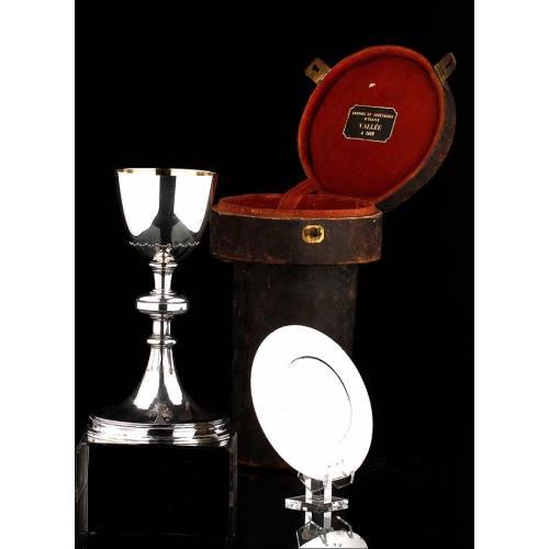 Cáliz y Patena de Plata Maciza Fabricados en Francia en el Siglo XIX. Bien Conservados y en Estuche Original