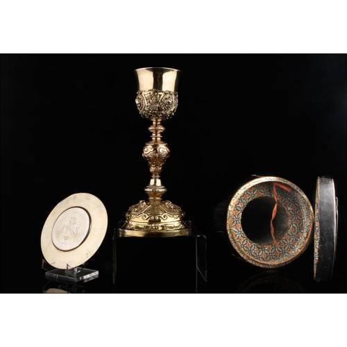Cáliz y Patena de Plata Contrastada. Francia, Siglo XIX. Labrados a Mano y en Estuche Original