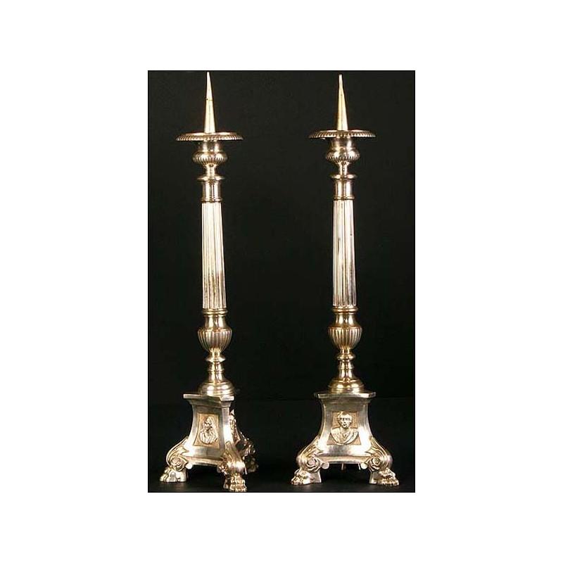 Pareja de candeleros de iglesia en alpaca. Siglo XIX