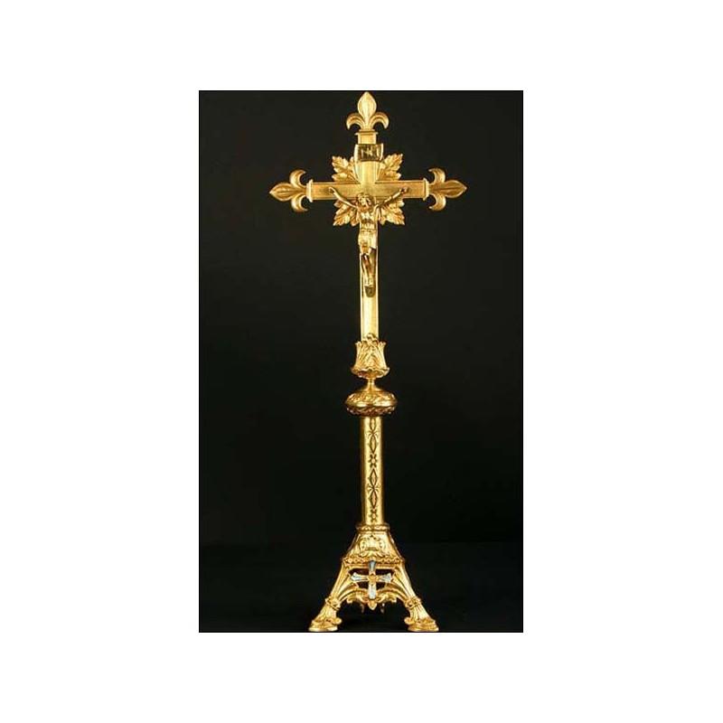 Enorme cruz de altar en bronce. S.XIX. 70 cms de altura