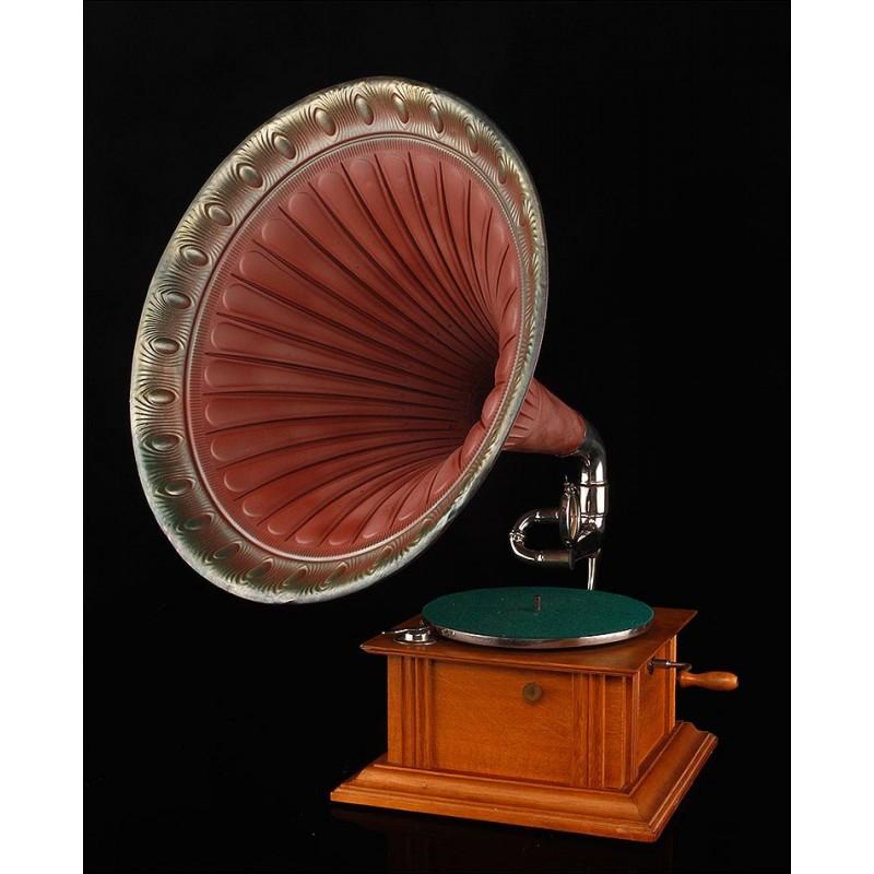 Bellísimo Gramófono de Trompeta en Funcionamiento. Centroeuropa, Circa 1915