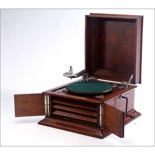 Atractivo Gramófono de Sobremesa Alba en Perfecto Funcionamiento. Inglaterra, Circa 1925