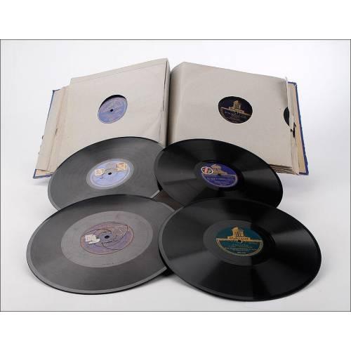 Album con 12 discos de gramófono. 78 rpm. Temática variada. Album original de época.