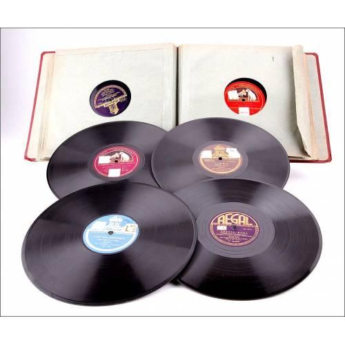 Album con 12 discos de gramófono. 78 rpm. Muchos en Catalán. Album original de época.