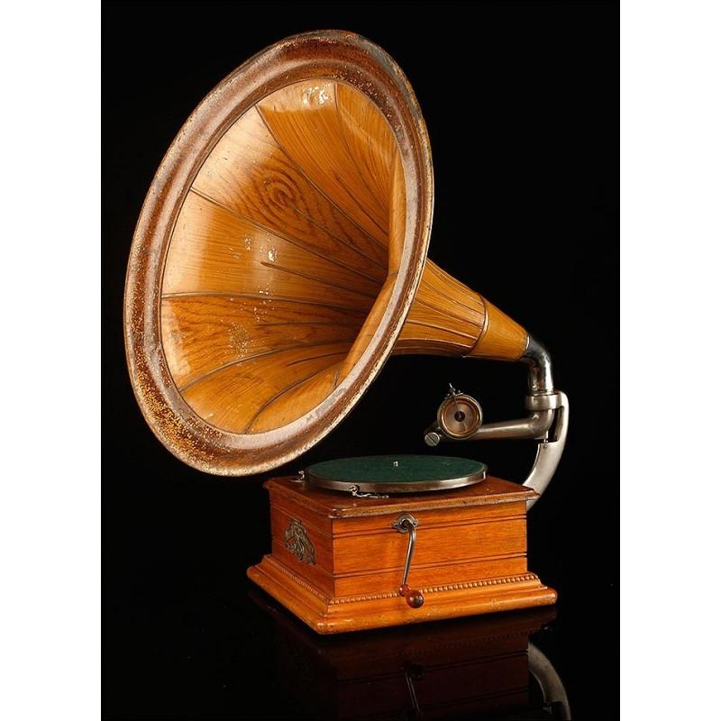 Antiguo Gramófono de Trompeta de Principios del Siglo XX. Centroeuropa, 1915