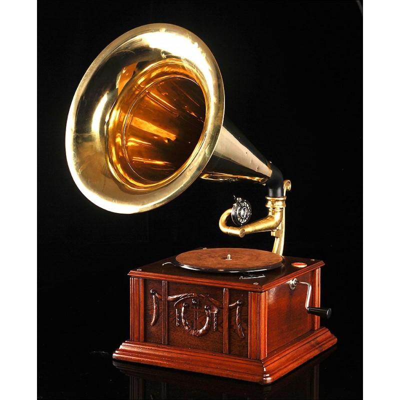Antiguo Gramófono de Trompeta en Excelente Estado. Centroeuropa, Circa 1915