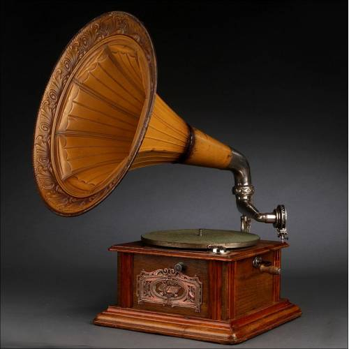Elegante Gramófono de Trompeta de Estilo Modernista. Alemania, Circa 1915. Excelente Sonido