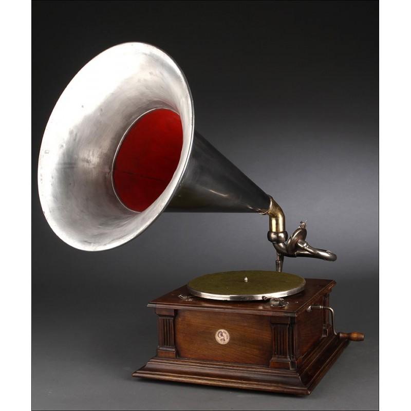 Gramófono de Trompeta Neuton en Muy Buen Estado. Alemania, Circa 1915. Magnífico Sonido