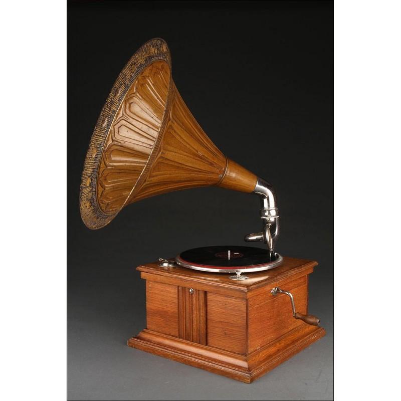 Gramófono de Trompeta de Bello Diseño Fabricado Circa 1910. En Perfecto Estado de Funcionamiento