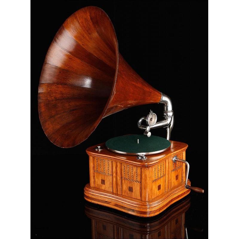 Precioso Gramófono de Trompeta con Caja de Taracea, Funcionando. Suiza, 1910-15