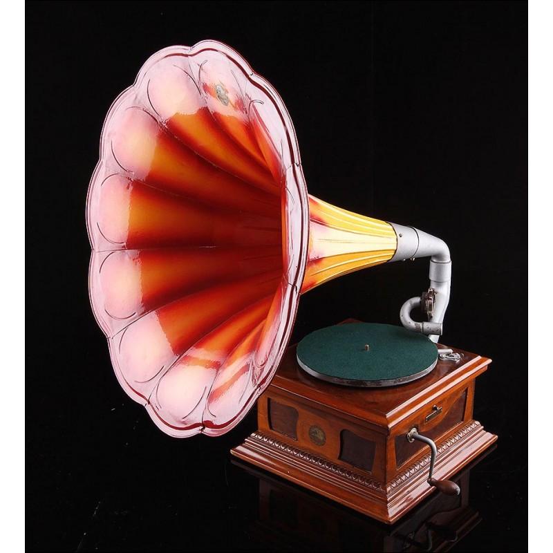 Gramófono Español de Trompeta. La Voz de su Amo. Barcelona, 1910. Funciona Perfectamente