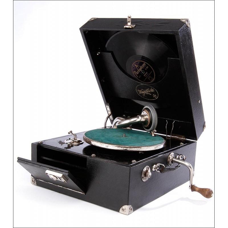 Gramófono de Maleta Majestrola en Excelente Estado de Funcionamiento. Alemania, Años 30.