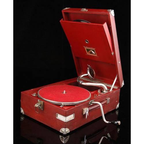 Llamativo Gramófono de Maleta HMV de Color Rojo, Funcionando Perfectamente. Inglaterra, Año 1934