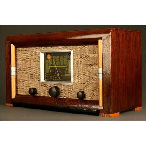 Elegante Radio Francesa de Vávulas Francq Pau. Años 40. Funciona a 220 V