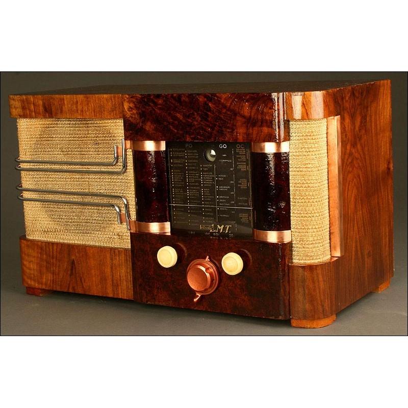 """Elegante Radio Francesa de Válvulas L. M. T. de los Años 40. Con """"Ojo Mágico"""". 220 V"""