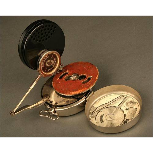 Gramófono de Bolsillo Mikiphone. Año 1.924. Con su caja e intrucciones originales.