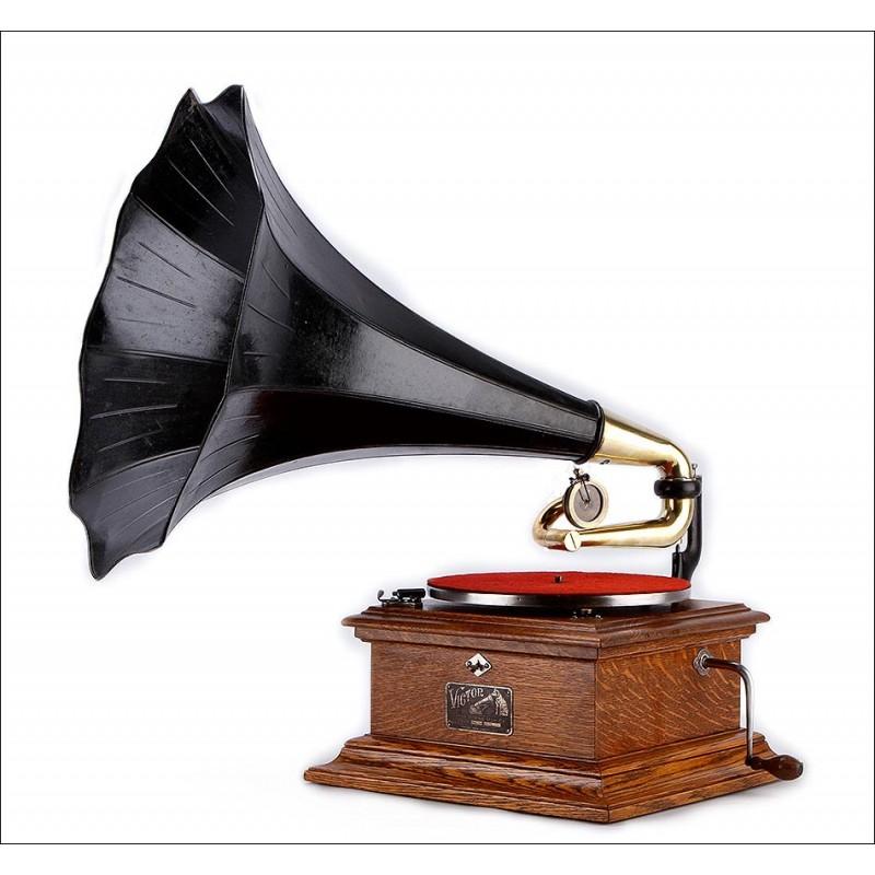 Impresionante Gramófono de Trompeta Victor II (HMV) en Funcionamiento. EEUU, 1910