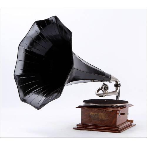 Antiguo Gramófono His Master's Voice en Funcionamiento. Francia, Circa 1910