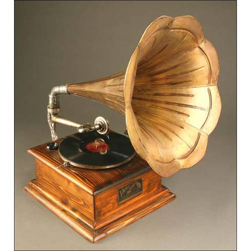 Gramófono de Trompeta antiguo. Circa 1915