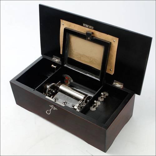 Antigua Caja de Música con 6 Melodías Funcionando Muy Bien. Suiza, Circa 1900