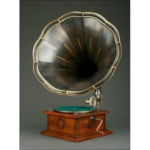 Estilizado Gramófono de Bocina Alemán, Circa 1915. Muy Bien Conservado y Funcionando