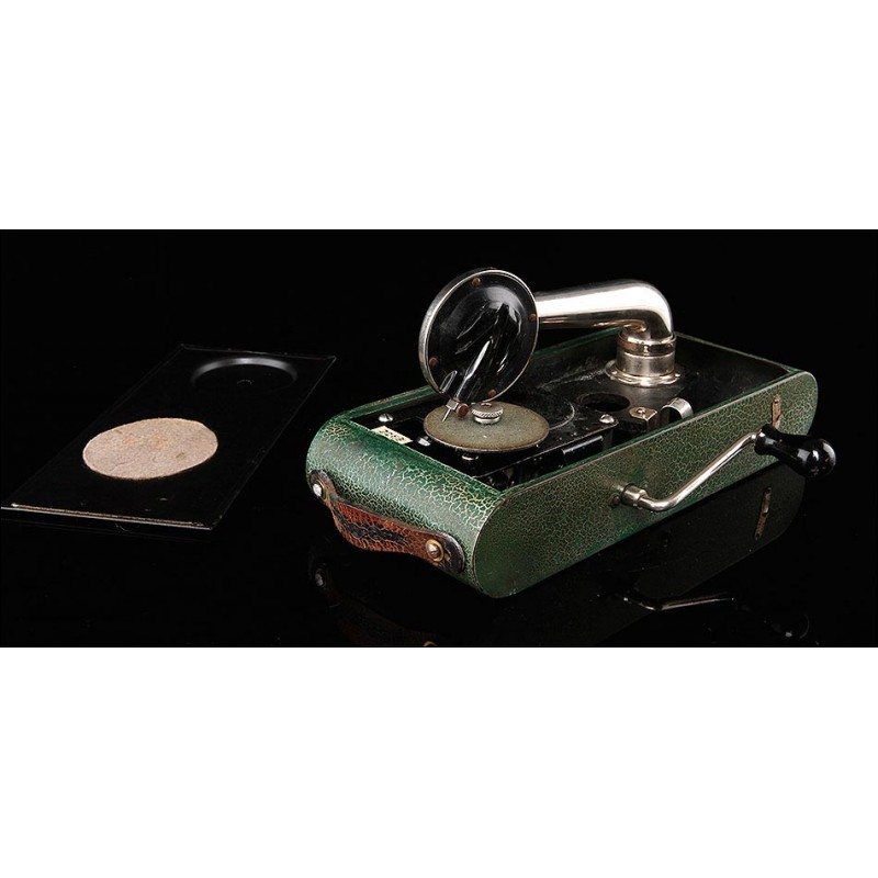 Gramófono de Bolsillo Excelda en Color Verde. Fabricado en Suiza en los Años 30. Funciona Muy Bien